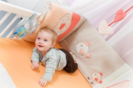 Nel lettino paracolpi s o no viva la mamma - Lettino neonato ikea ...
