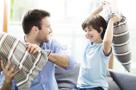 bambino_e_papà_cuscini